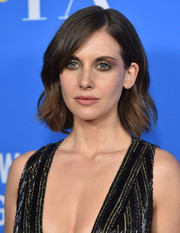 Alison Brie sported a short, sweet wavy hairstyle at the HFPA Grants Banquet.
