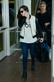 Hailee Steinfeld chose a black Celine leather tote for her travel bag.