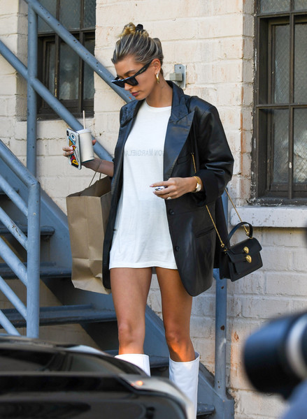 Hailey Bieber Chain Strap Bag [clothing,street fashion,fashion,denim,snapshot,sunglasses,footwear,leg,jacket,jeans,leather jacket,hailey baldwin,fashion,denim,jacket,clothing,leather,boot,california,los angeles,blazer,t-shirt,leather jacket,fashion,boot,leather,clothing,jacket,denim,fashion love]