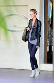 Erin Heatherton was on trend in slouchy ankle boots.