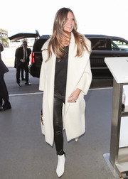 Heidi Klum coordinated her outfit with a pair of white ankle boots.