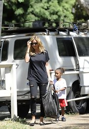 A baggy tee was Heidi Klum's look of choice while attending her kids' soccer game.