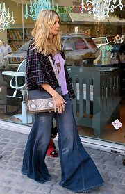 Heidi Klum gave her eclectic street style an exotic flair with a snakeskin and leather color-block purse.