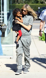 Heidi Klum looked hardly recognizable on mom duty in baggy khakis and a matching shirt.