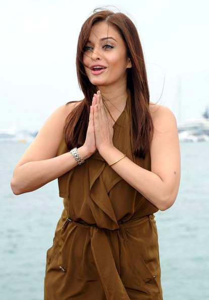 More Pics of Aishwarya Rai Rectangle-faced Watch (1 of 10) - Dial Watches Lookbook - StyleBistro []