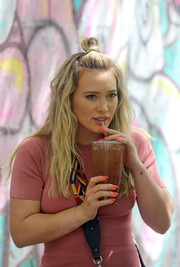 We're totally loving Hilary Duff's neon-orange mani!