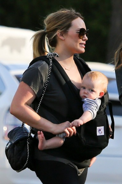 More Pics of Hilary Duff Chain Strap Bag (1 of 17) - Hilary Duff Lookbook - StyleBistro