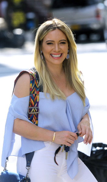 More Pics of Hilary Duff Loose Blouse (1 of 8) - Tops Lookbook - StyleBistro []