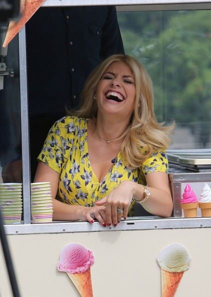 More Pics of Holly Willoughby Print Dress (1 of 38) - Holly Willoughby Lookbook - StyleBistro