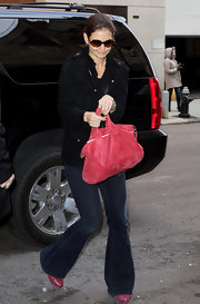 Katie Holmes added a feminine pop to her look with a rosy suede tote and matching pumps.