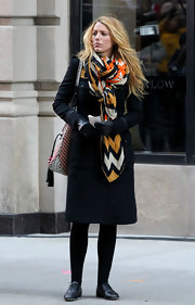 Blake Lively jazzed up a simple black wool coat with a colorful chevron-striped scarf on the 'Gossip Girl' set.