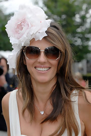 The actress channeled her inner Carrie Bradshaw and donned a sweet pink flower hat.
