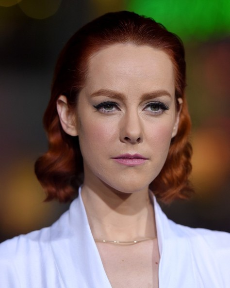Jena Malone looked retro-glam with her short curls at the premiere of 'Inherent Vice.'
