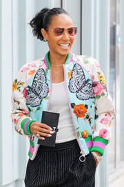 Jada Pinkett Smith looked cool wearing these pink aviators while out and about.