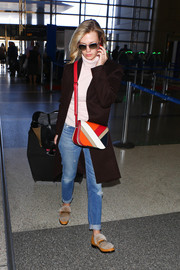 January Jones finished off her airport look with a pair of fur-trimmed loafers.