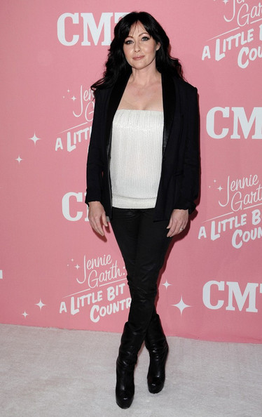 Shannen Doherty went black-and-white for Jennie Garth's bday party.