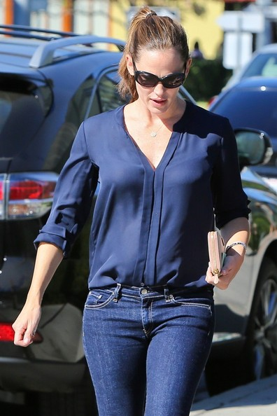 More Pics of Jennifer Garner Zip Around Clutch (2 of 13) - Jennifer Garner Lookbook - StyleBistro