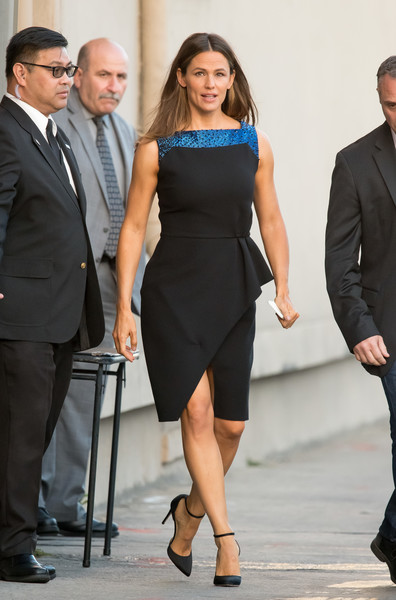 Jennifer Garner completed her outfit with black ankle-strap pumps by Jimmy Choo.