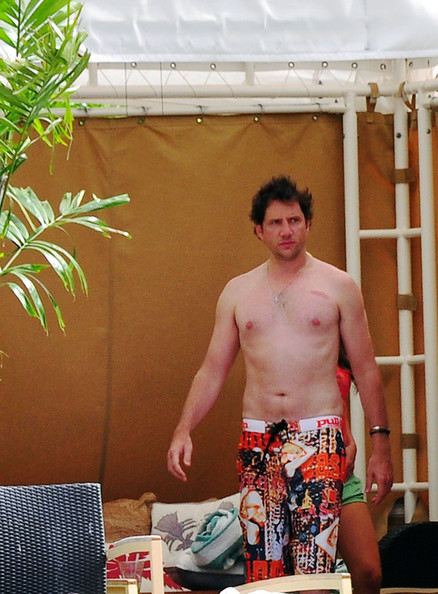 Jamie Kennedy relaxed in a pair of graphic print board shorts while on Vacation with Jennifer Love-Hewitt.