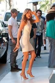 Jennifer Aniston rocked nude stilleto heels on the set of 'Just Go With It'.