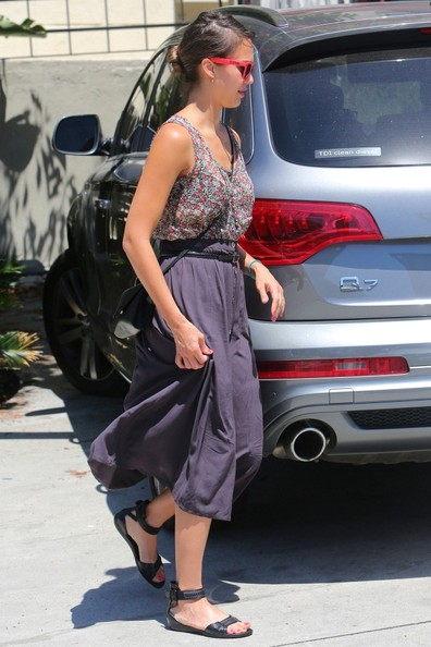 More Pics of Jessica Alba Rectangular Sunglasses (1 of 35) - Rectangular Sunglasses Lookbook - StyleBistro