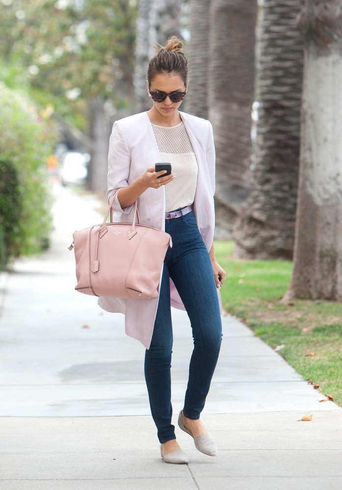 Jessica Alba Runs Errands