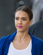Jessica Alba's berry lipstick contrasted beautifully with her electric-blue blouse.
