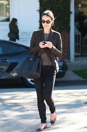 Jordana Brewster donned cognac flats with black cap toes. The casual footwear paired perfectly with black skinny jeans.