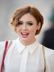 Karen Gillan topped off her look with a bold smoky eye.