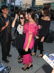 Jenna Dewan-Tatum paired a black velvet clutch with a feathered fuchsia dress for a night out in LA.