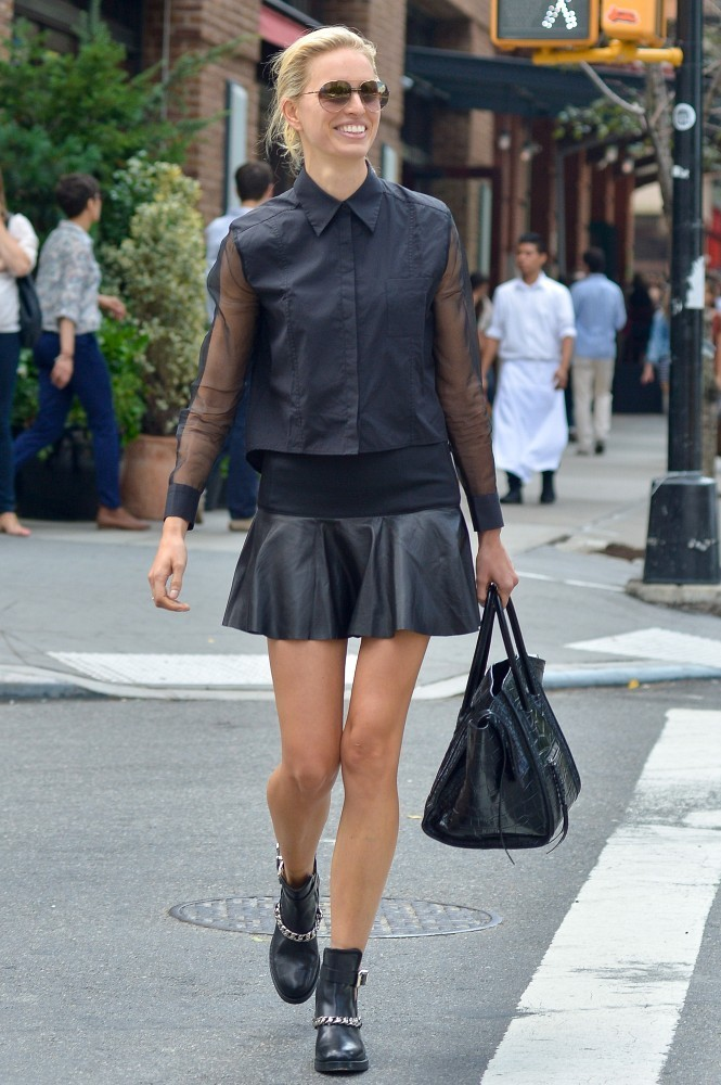 Karolina Kurkova Hangs Out in NYC