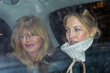 Kate Hudson Goldie Hawn Kate Hudson and Family on the Eurostar
