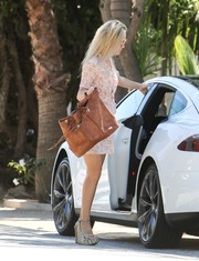 Kate Hudson was spotted out in LA lugging an oversized brown leather tote.