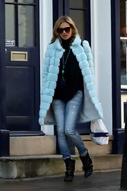 Kate loves her fur! For a dog-walking outing she donned this baby blue number.