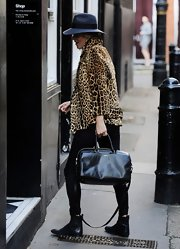 Kate Moss chose a roomy leather tote for a shopping trip in London.