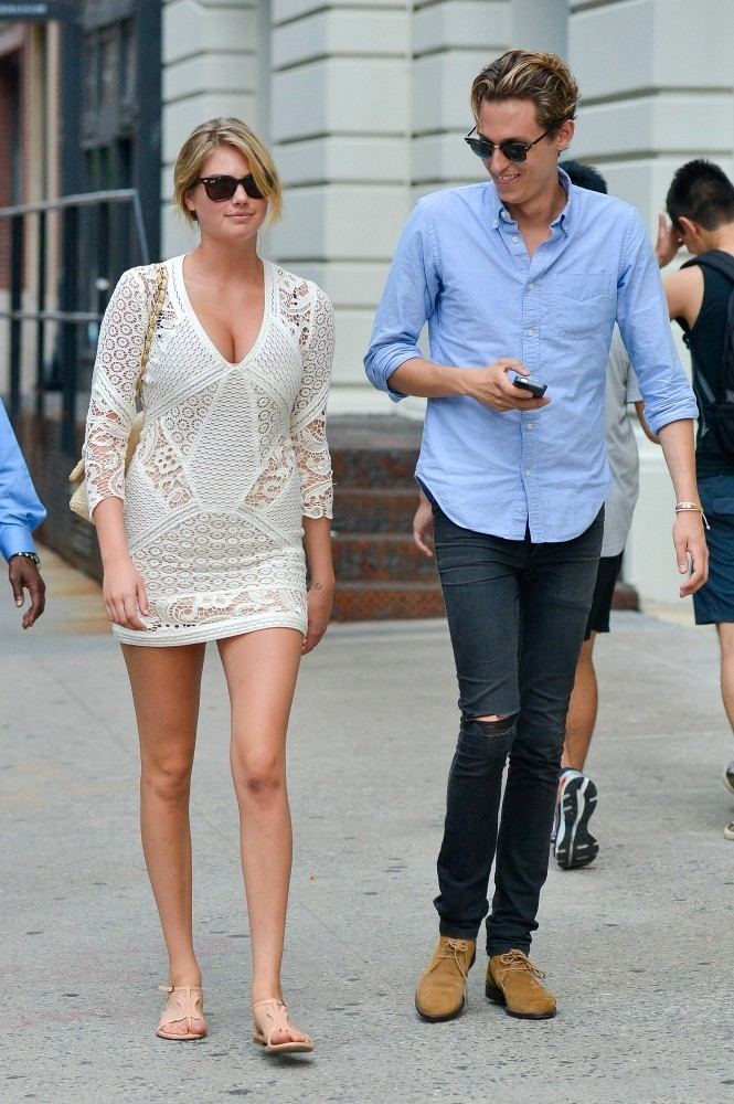 Kate Upton Takes a Stroll in NYC