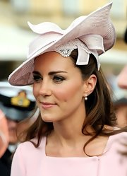 Kate Middleton looked charming in this blush straw hat for her garden party at the Buckingham Palace.
