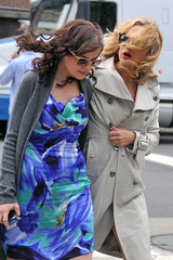 Kate Hudson Ginnifer Goodwin Kate Hudson on Set with Ginnifer Goodwin