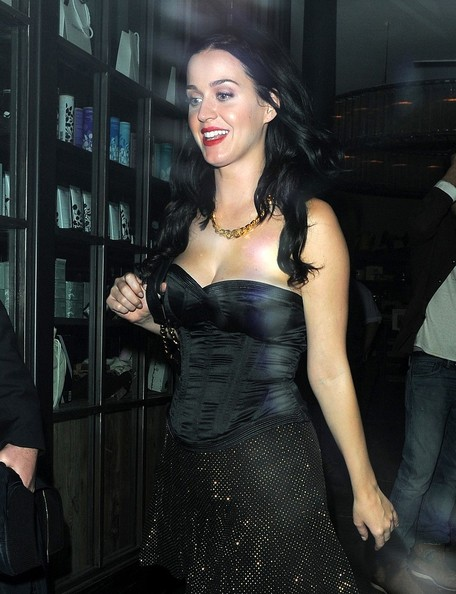 More Pics of Katy Perry Gold Chain (5 of 13) - Gold Necklaces Lookbook - StyleBistro []