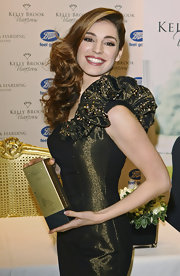 Kelly Brook styled her long curls in a side swept hairstyle with loads of volume at the roots.