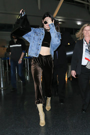 Kendall Jenner topped off her travel outfit with a denim jacket.