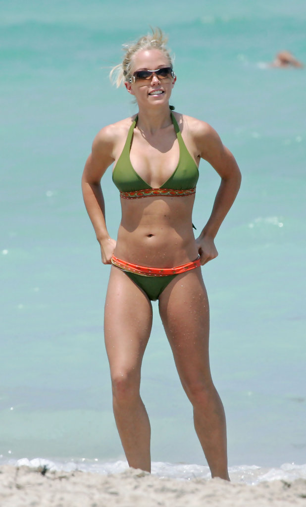 Kendra Wilkinson Hollywood S Hottest Moms In Bikinis