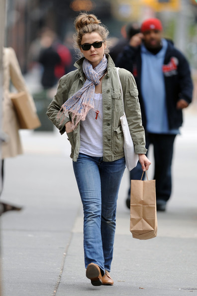 Keri Russell Patterned Scarf