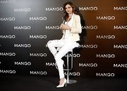 Miranda Kerr worked white pumps at an event for Mango.