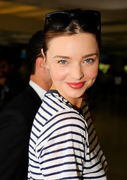 Miranda Kerr looked fresh-faced departing from the Sydney Airport. Just a swipe of mascara and a touch of vibrant, coral-red lipstick and she was ready to catch her flight.