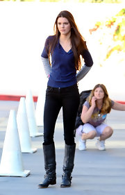 Kendall Jenner looked extra lean in a pair of form-fitting black skinny jeans and riding boots.