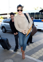Khloe Kardashian traveled in style in a comfy oatmeal sweater paired with lace-up cognac boots.