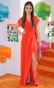 Sarah Hyland wore a pair of strappy multi-hued sandals at the 2012 Kids' Choice Awards.