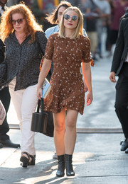 Kristen Bell completed her ensemble with a cute black bucket bag by Staud.