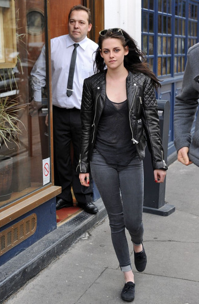 Kristen Stewart keep things dark with gray cuffed jeans and black slip ons.